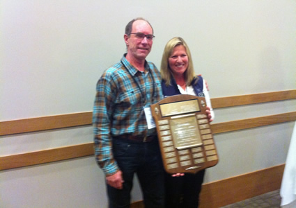 Photo of Anne Pigeon presenting Dave Cochrane with the Gordon Wilder Award.