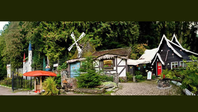 A panoramic view of the cute fairytale cottages at the Enchanted Forest.