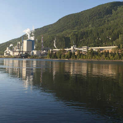 The Zellstoff Celgar pulp mill as seen from across the river.