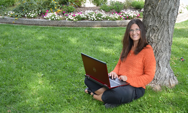 Local accountant Leeanne Goddard enjoys an hour of work in Cranbrook's Rotary Park.