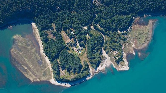 An aerial view of the Mulvehill Creek Eco-Retreat on the shore of the Upper Arrow Lakes
