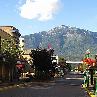 A picture looking down the main street of Revelstoke with the Rocky Mountains in the background.
