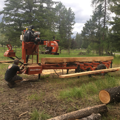 A carpentry machine splits wood