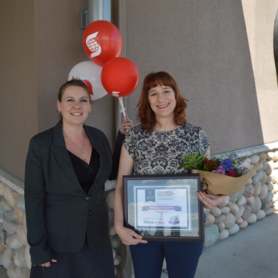 (L to R) Amie Lubbers, sales co-ordinator for Kootenay Business magazine, presents one of three Influential Women In Business awards to Brigitte Franyo, owner/operator of the Snowdrift Cafe in Kimberley.