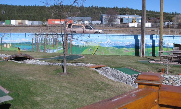 Murals are lined along the Elizabeth Lake Lodge golf course.