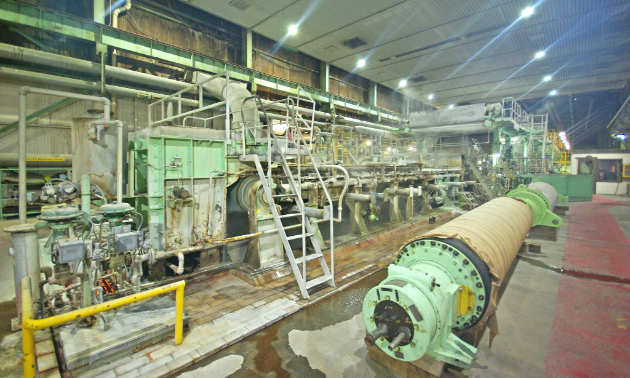 The first section of the pulp machine (wet end) is shown. A dilute slurry of bleached pulp stock is sprayed onto a Fourdrinier forming wire where the water is drained and vacuumed from the pulp fibres, leaving behind a wet web. The water is recycled and used in other stages of the pulp-making process.