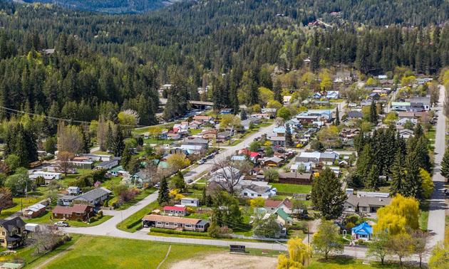 Aerial view of neighbourhood.