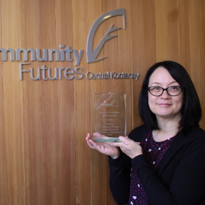 Janeen Mather, Community Futures Central Kootenay Small Business Training Centre Coordinator with the CFBC 2018 Award for Excellence and Innovation.