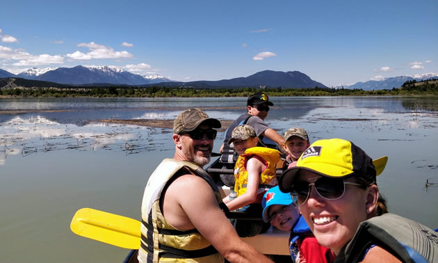 A family participating in one of Columbia River Paddle's adventures.