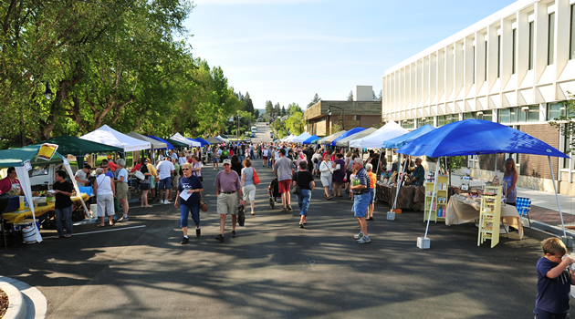 A picture of the Cranbrook, B.C. farmers market.