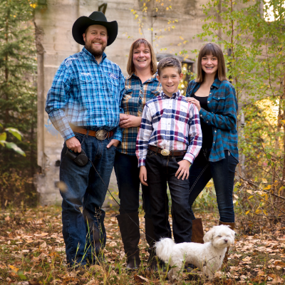 (L to R) Ryan Doehle, wife Laurel, son Ethan, and daughter Kyra with their dog WiFi.