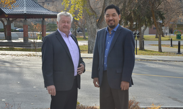Lee Pratt (L) is the mayor of Cranbrook and David Kim is the city's CAO.
