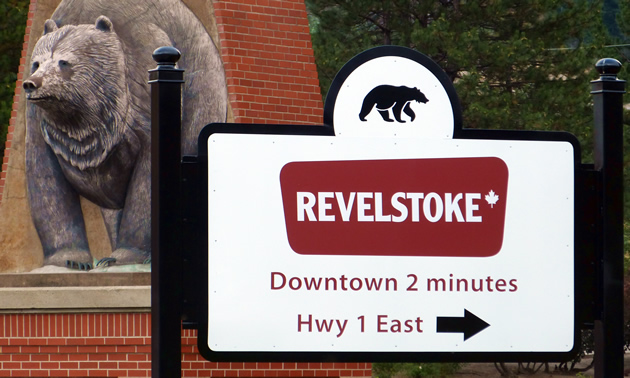 A sign directs visitors to the downtown area of Revelstoke, B.C.