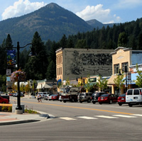 Rossland's main street is a picturesque area lined with businesses and greenery.