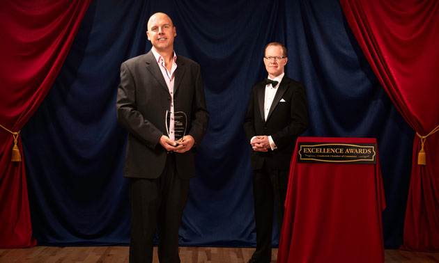 Sebastiaan van der Horst receives his Business-to-Business Award.