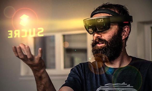 Kyle Hamilton wearing VR mask.