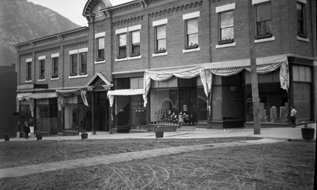 B&W picture of the Ward Street building in Nelson.