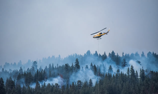 Helicopter fighting the Syringa Creek Wildfire.