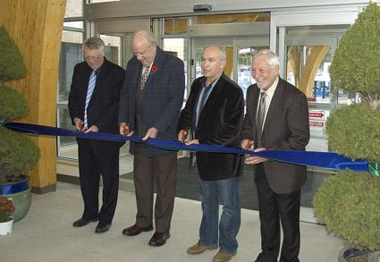 Dr. Nick Rubidge, MP Jim Abbott, MLA Bill Bennett and COTR chair, Alex Jensen, cut the ribbon