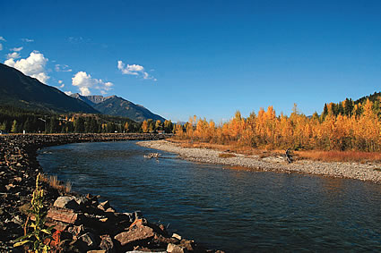River and mountains in Elkford